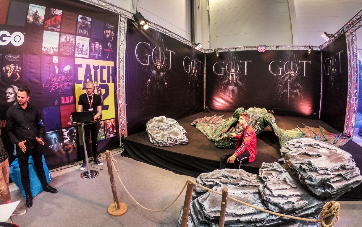 East European Comic Con 2019 @ Romexpo Setup Grila Lumini Stand Game Of Thrones Music Gear (11) (Medie)