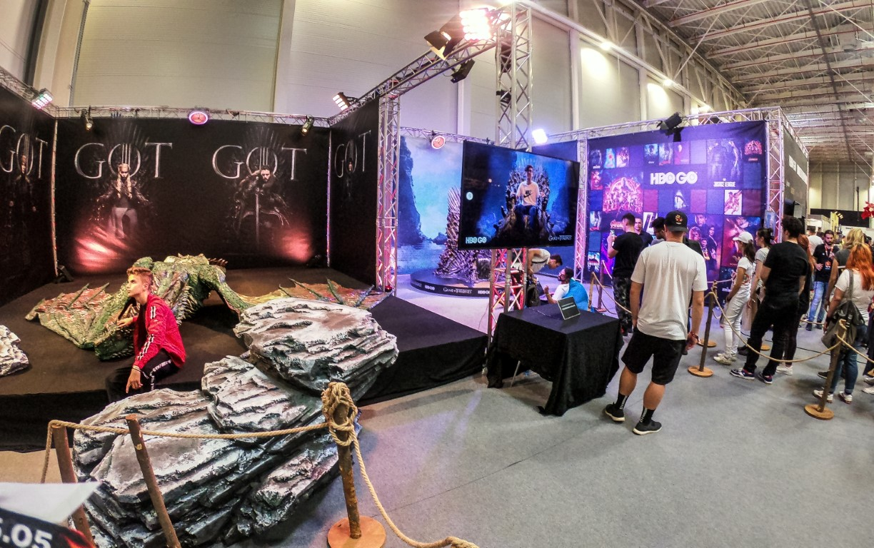 East European Comic Con 2019 @ Romexpo Setup Grila Lumini Stand Game Of Thrones Music Gear (12) (Medie)