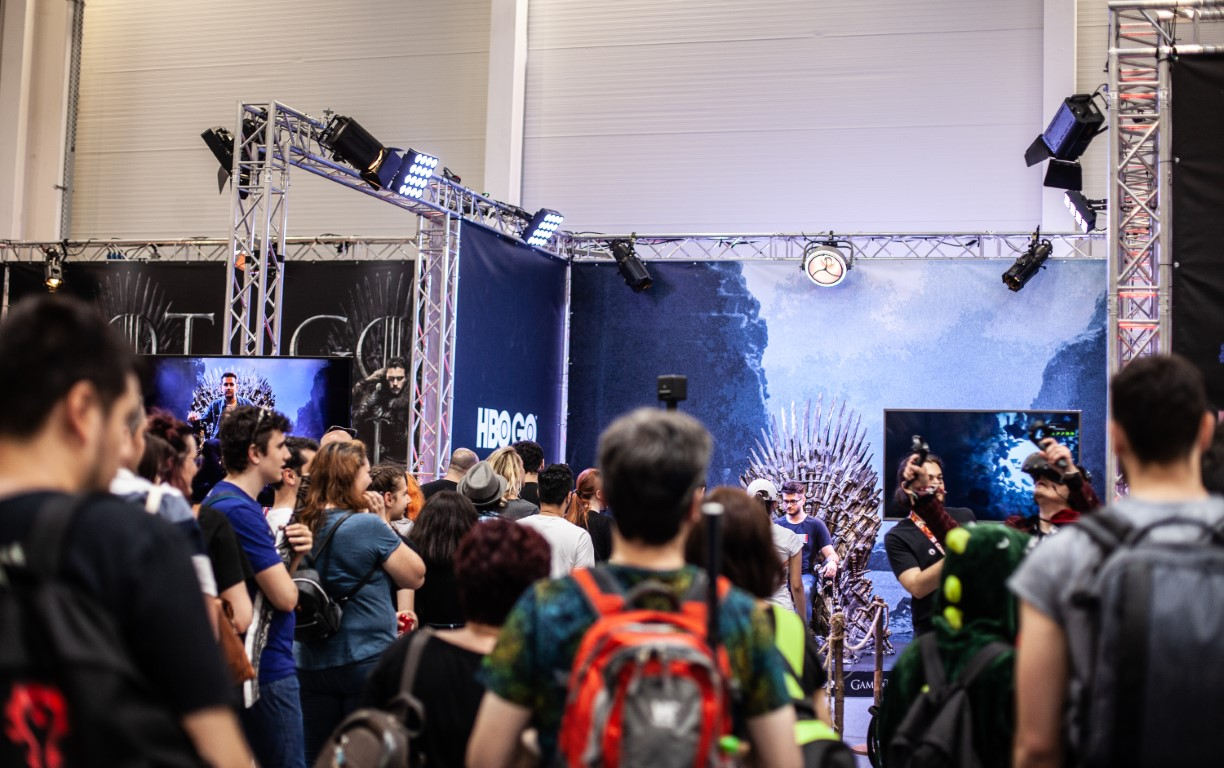East European Comic Con 2019 @ Romexpo Setup Grila Lumini Stand Game Of Thrones Music Gear (8) (Medie)